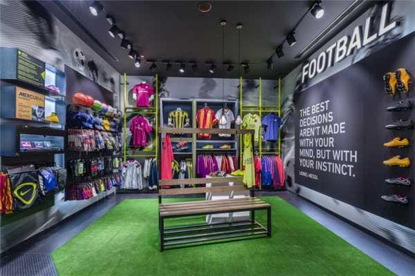 时尚靓丽的体育用品专卖店设计
