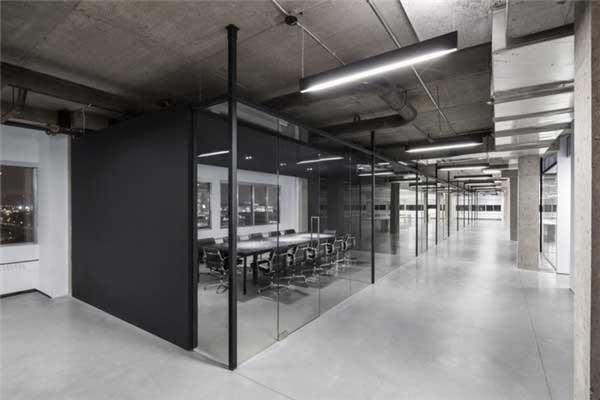 黑白极简风格的ssense办公室软装设计