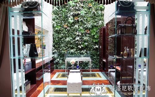 引入开放式衣帽间的中庭绿植