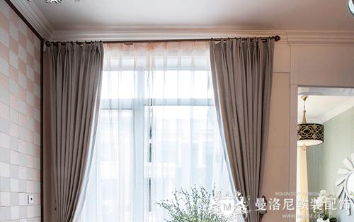 客厅透明纱与白色素雅布窗帘